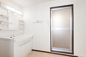 収納がいくつかついているキャビネットをベースとして、洗面ボウルが組み込まれているタイプです。