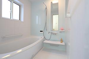 浴室リフォームの場合ある程度種類は絞られていきますが、とくに気軽さを重視したシンプルなリフォームとしては、「ユニットバス」がおすすめです。